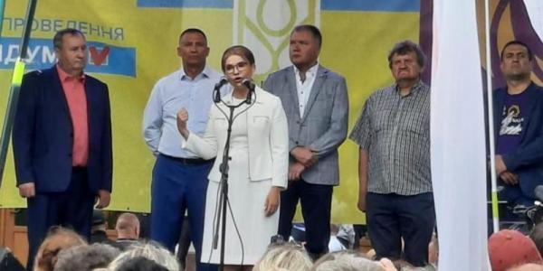 В Полтаву приїхала лідерка «Батьківщини» Тимошенко і розповідає, якзахищатиме національний скарб і українців (Доповнено)