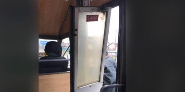 У Кременчуці в маршрутці на ходу відпали двері