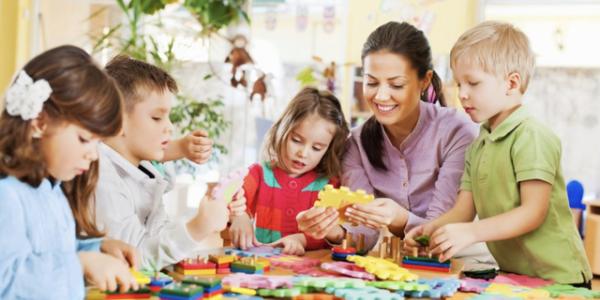 Как одевать ребенка в садик осенью: в группу и на улицу