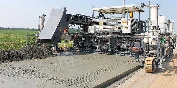 Щоб після вантажівок не було «колії» на дорозі: під Кременчуком збудують трасу з цементобетону