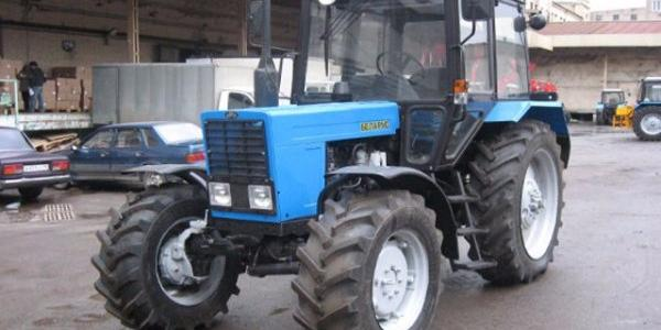 Кременчуцькі комунальники полюбляють трактори: хочуть купити ще дві машини, але білоруського виробництва