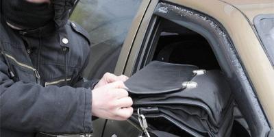 В центре Кременчуга из автомобиля украли валюту