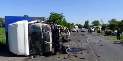 Под Кременчугом столкнулись легковушка и грузовой фургон