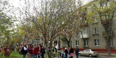 Кременчужане создали Пасхальное дерево
