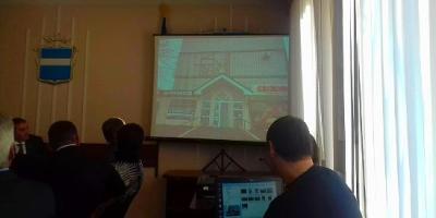 «Віталькин кінозал»: мер Кременчука показав,  де лазив через паркани, і куди «заходив ззаді»