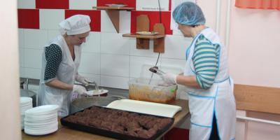 Кременчугская гимназия № 5, где пищу повара раскладывали руками, подверглась внеплановой ревизии кухни