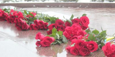 День Соборності України кременчужани відзначили біля пам'ятника Кобзарю
