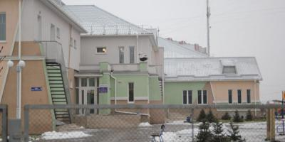 Долгострой Кременчуга  – детсад-школа уже «трещит по швам», а бассейн так и не работает