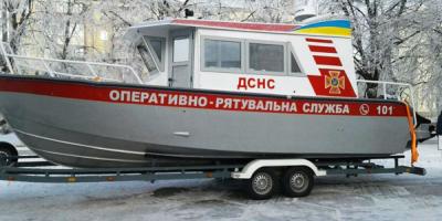 Кременчуцькі рятувальники стали мобільніше: підрозділ отримав сучасний пожежний катер