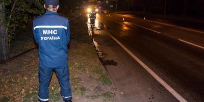 У Крюкові вантажівка потрапила колесом у каналізаційний люк