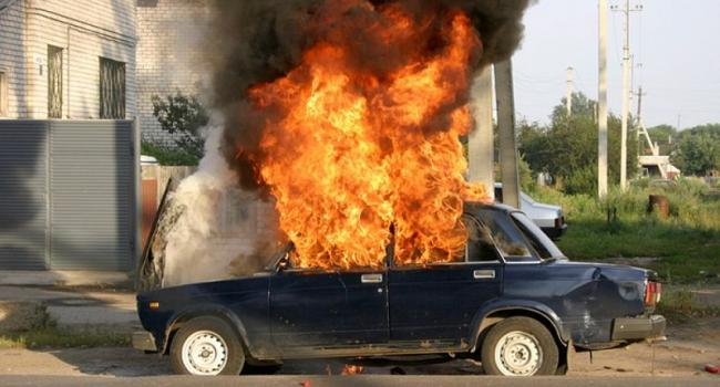 В Кременчуге горел автомобиль