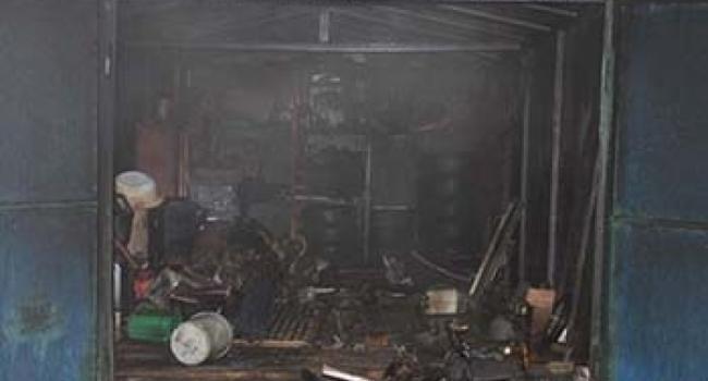 В переулке Героев Бреста горел гараж