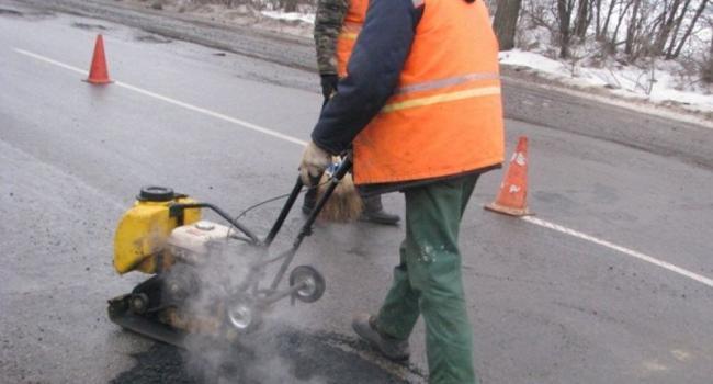 На дорогах Полтавщины за месяц ликвидировали более 13 тыс. кв. м ям