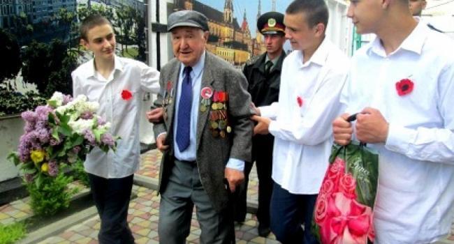 90-летний ветеран побывал на День Победы у малолетних заключенных