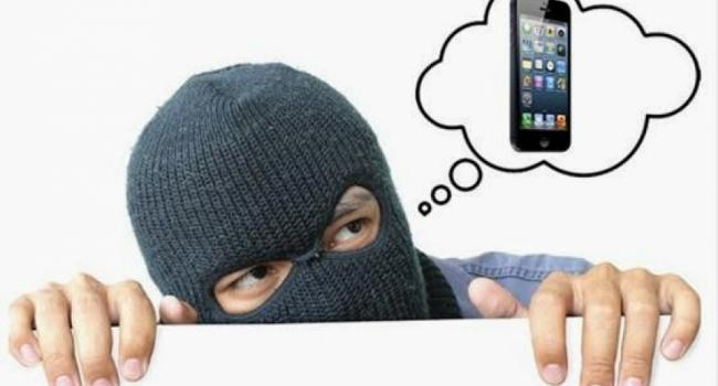 В сквере Бабаева завелся вор мобильных телефонов
