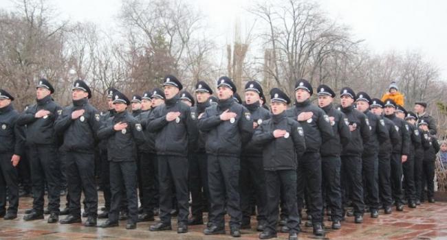 Новые патрульные полицейские: от журналистов до святых отцов