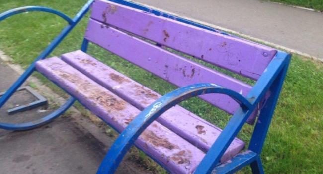В центре Кременчуга скамейки измазывают солидолом