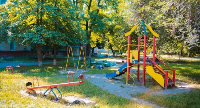 Депутат Иванян застроит дальнюю Раковку детскими площадками
