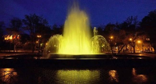 Светомузыкальный фонтан в сквере Бабаева вышел из строя