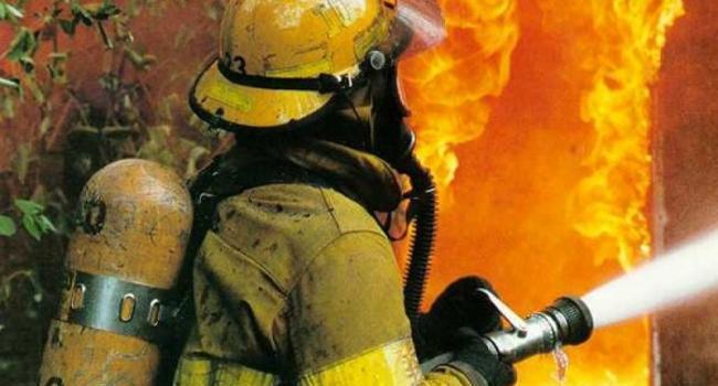 За сутки пожарные дважды тушили огонь