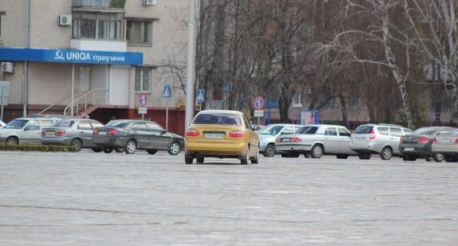 Фотофакт: на площади Победы заблудился черкасщанин
