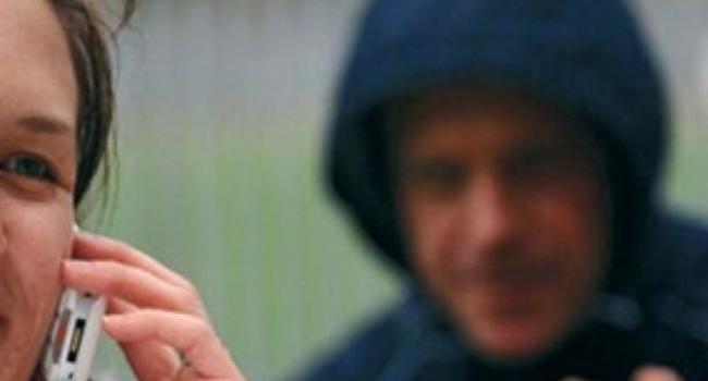 Грабители вырывают телефоны из рук кременчужан