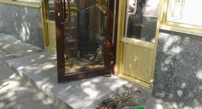 Стекло в регистрационной палате разбили не ромы, а малолетки - кременчугская полиция