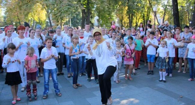 Посол Индонезии в Украине впервые в Кременчуге дала мастер-класс по танцам и игре на анклунге