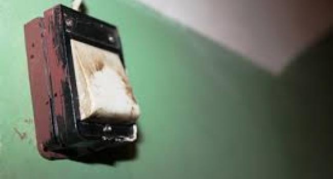 В Кременчуге бомжи заняли подвал в малосемейке и даже повесили звонок