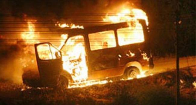 В Кременчуге на покраске сгорел микроавтобус Mercedes Vito