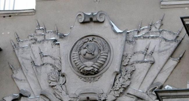 В Кременчуге исчезнут «серп и молот», пятиконечные звезды и памятник Котлову