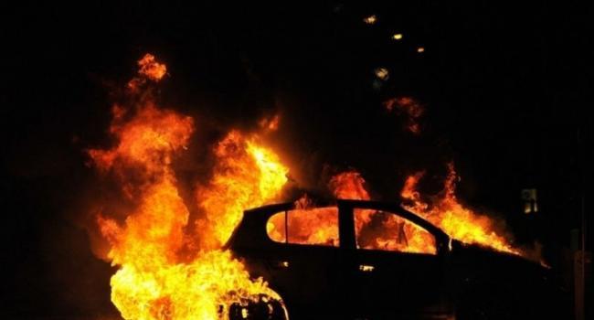 На Молодежном снова горел автомобиль (дополнено)