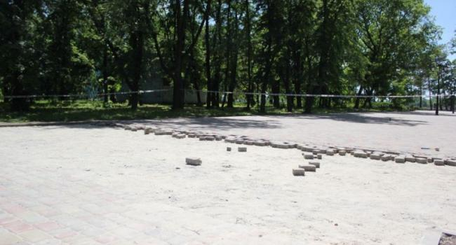 Галата исправляется: в парке перекладывают «аллею раздора»