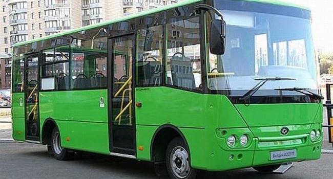 Перевозчики просят поднять тариф в обычных автобусах до 3 грн.