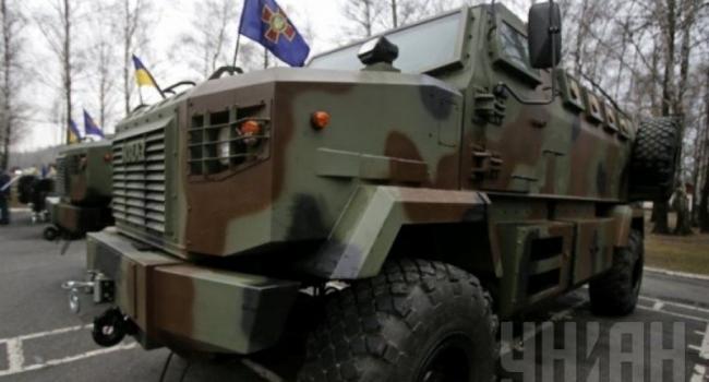 Турчинов с Аваковым осмотрели под Киевом новые КрАЗы