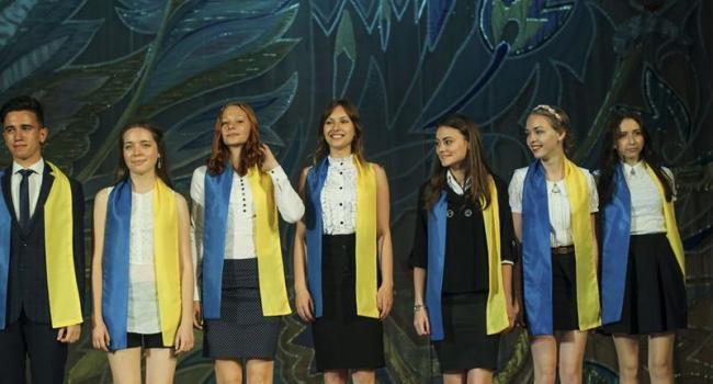 В Кременчуге наградили лучших учеников
