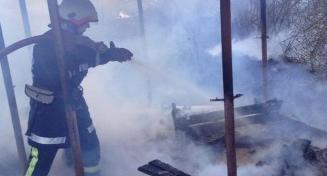 За сутки пожарники тушили два пожара