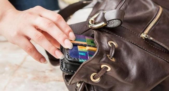 Воры «прошерстили» дамские сумочки кременчужанок