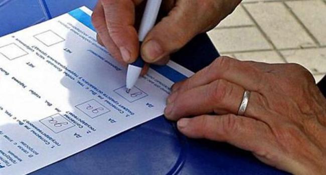 Половина жителей страны не поддерживает досрочные парламентские выборы