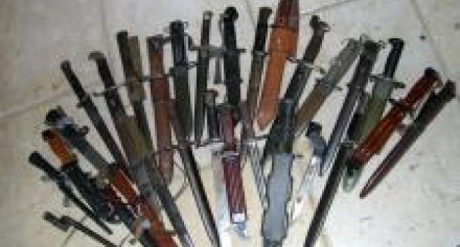 На Сорочинской ярмарке милиция у жителей Луганщины обнаружила коллекцию ножей