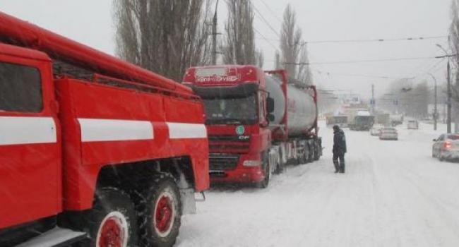 В Кременчуге за сутки четыре кареты скорой помощи «застряли» во дворах