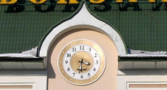 Время отправления и прибытия поездов с 29 марта указаны с учетом перехода на летнее время
