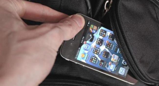 У девушек в Кременчуге воруют телефоны