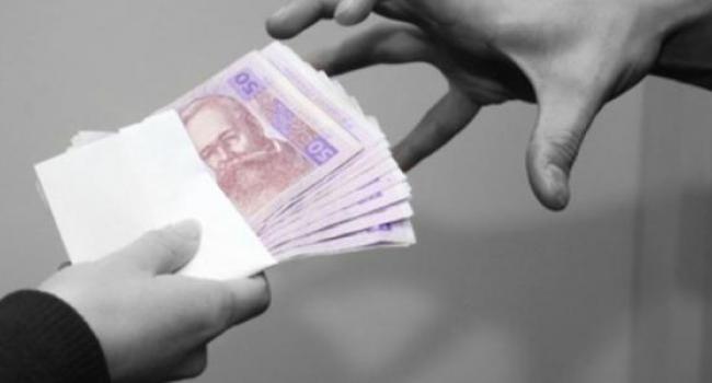 В Кременчуге стали вырывать деньги прямо из рук