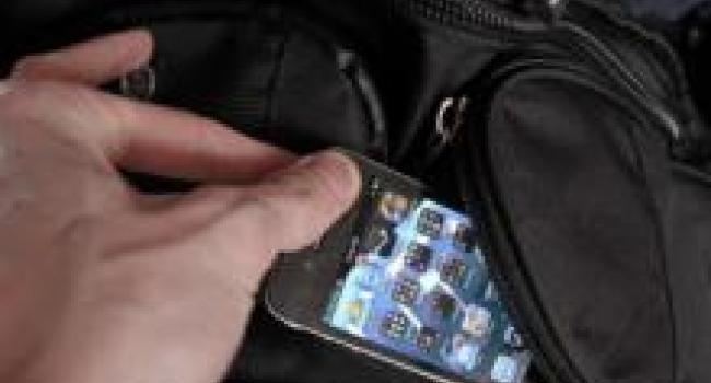 Кременчужанка осталась без iphone на 8 марта
