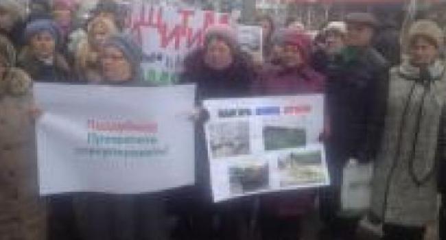 Возле Автозаводского суда проходит митинг защиты