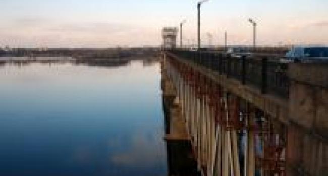 Во вторник движение на Крюковском мосту ограничат