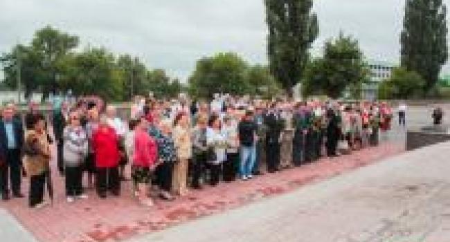 В Кременчуге возложили цветы к памятнику Шевченко