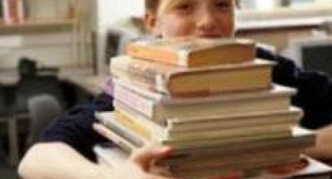 За пользование учебниками в школах нужно будет платить