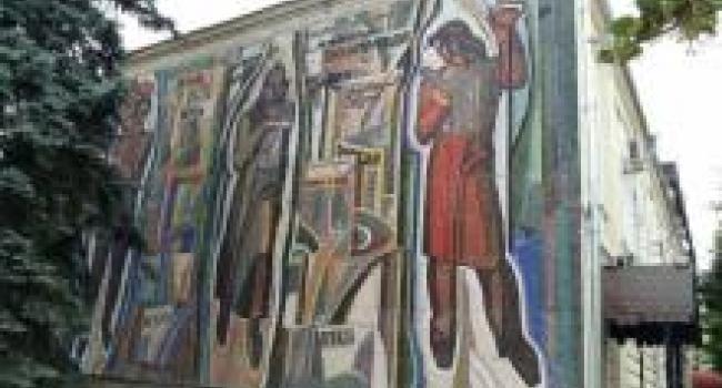Панно возле краеведческого музея могут снести